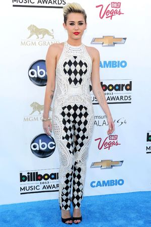 Miley Cyrus, 2013 Billboard Awards, Balmain jumpsuit, monochrome