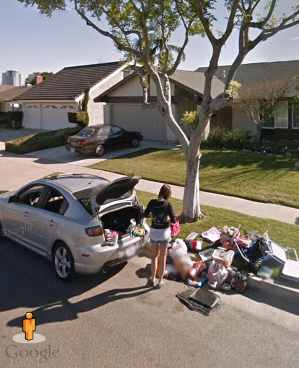 Google Street View: Woman kicked out