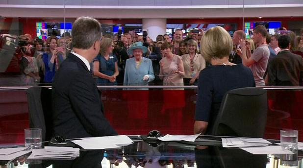 The Queen 'photobombs' a BBC News broadcast