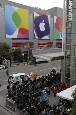 Crowds line up around the Moscone West Center for the opening of the Apple Worldwide Developers Conference