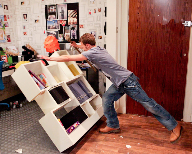 David is unable to contain his anger and destroys Nick's flat