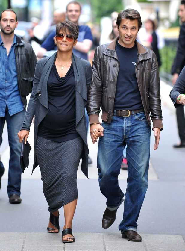 Previous Next Halle Berry and Olivier Martinez hold hands as they    Olivier Martinez 2014