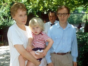 WOODY ALLEN AND MIA FARROW WITH SON SATCHEL O'SULLIVAN FARROW 1991