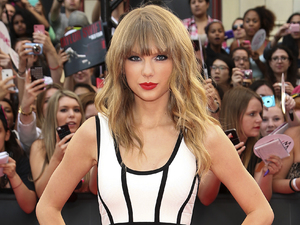 Taylor Swift, 2013 MuchMusic Video Awards, bandage dress, Herev Ledger dress