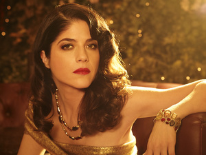 Selma Blair publicity shot for 'Anger Management' season two