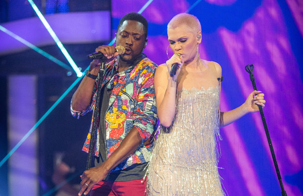 Jessie joins Matt to sing 'Never too much'.