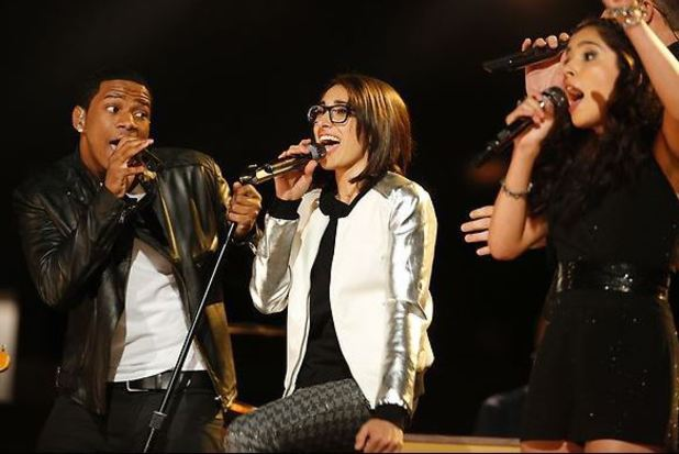 Michelle Chamuel performs with Vedo and Cathia during the finale of 'The Voice'
