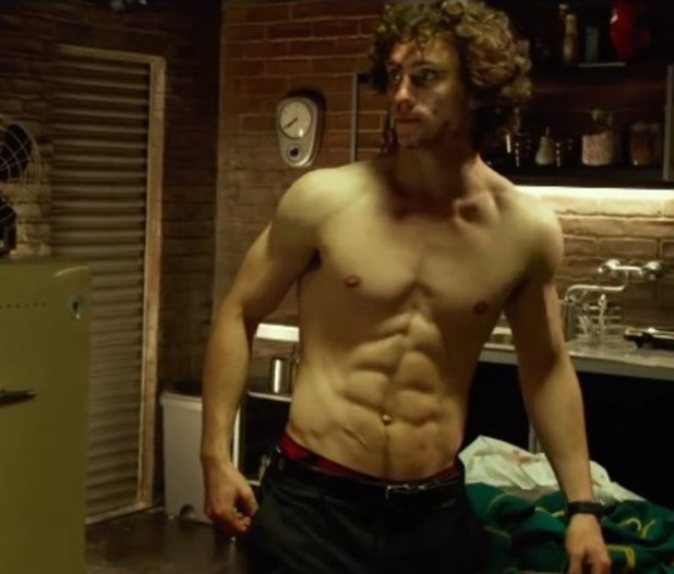Aaron Taylor Johnson, Kick Ass 2, shirtless, six pack