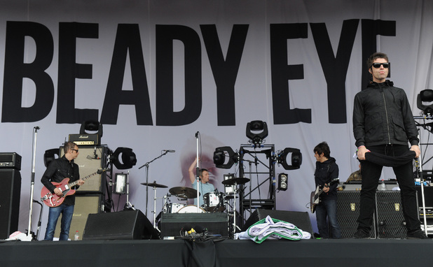 Beady Eye Logo Performs With Beady Eye