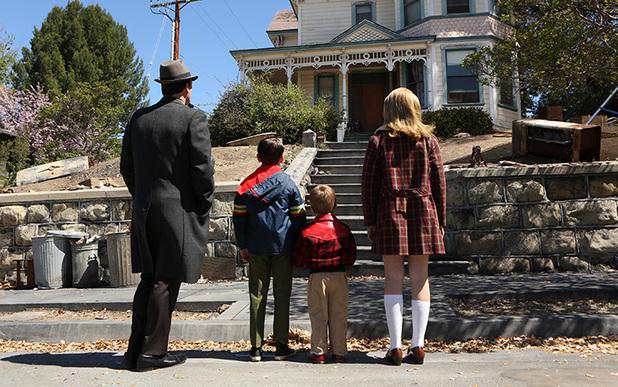 Mad Men S06E13: Don Draper (Jon Hamm), Bobby Draper (Mason Vale Cotton), Gene Draper (Evan and Ryder Londo) and Sally Draper (Kiernan Shipka)