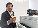 The soul legend gives a thirsty man a beer in a new TV commercial.