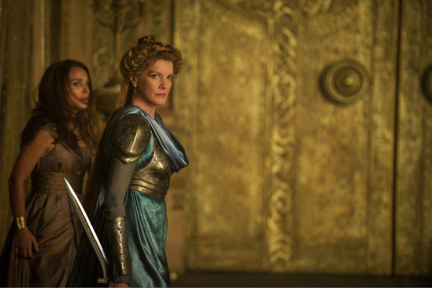 Natalie Portman and Rene Russo in 'Thor: The Dark World'