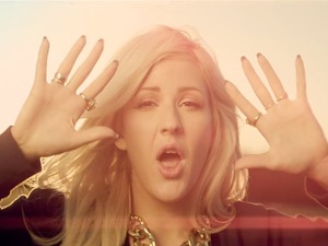 Ellie Goulding 'Burn' video still.