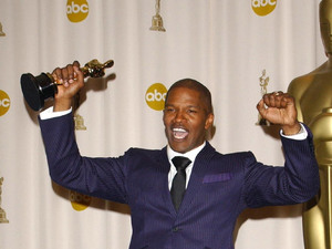 Jamie Foxx receives the Best Actor Award for Ray