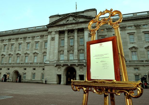 An easel stands in the Forecourt of Buckingham Palace in London to announce the birth of a baby boy, at 4.24pm to the Duke and Duchess of Cambridge at St Mary's Hospital.