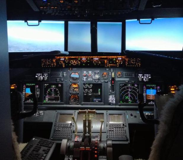 Man builds flight simulator in bedroom
