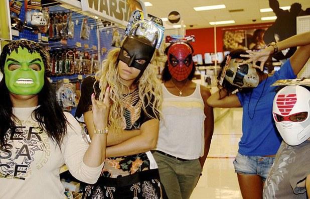 Beyoncé poses as Batman with friends