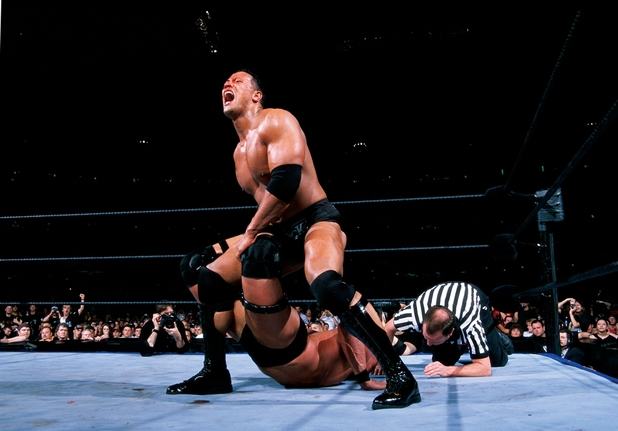 'Stone Cold' Steve Austin vs The Rock at Wrestlemania XIX (2003)