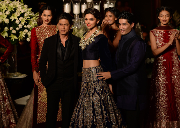 Shah Rukh Khan and Deepika Padukone star in Manisha Malhotra fashion show