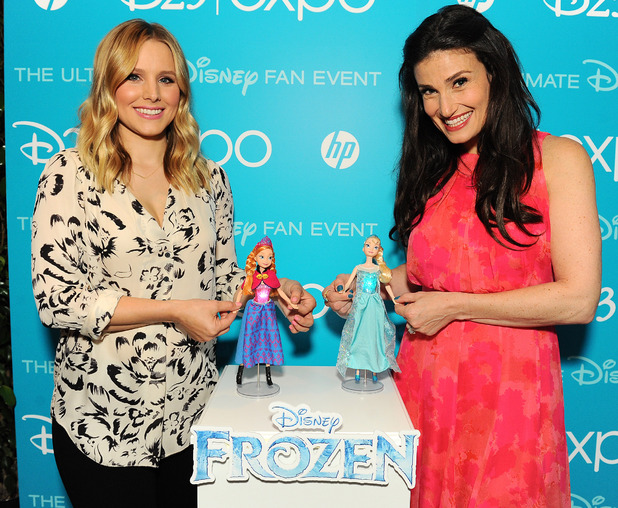 "Idina Menzel and Kristen Bell Receive ""Frozen"" Inspired Dolls at D23 Expo 2013"
