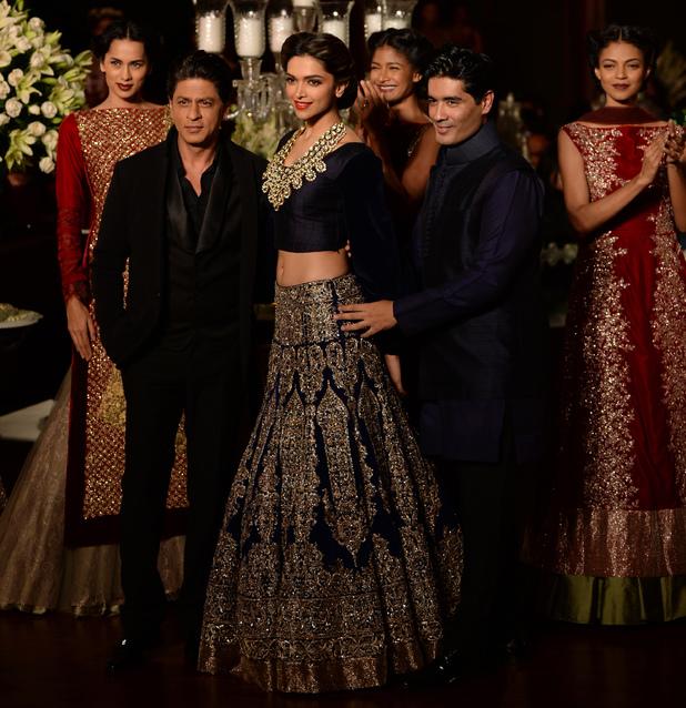 Shah Rukh Khan and Deepika Padukone star in Manisha Malhotra fashion show