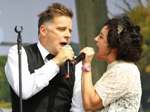 Ricky Ross and Lorraine McIntosh of Deacon Blue perform at V Festival in Chelmsford.