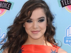 Hailee Steinfeld at the Teen Choice Awards 2013