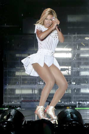 Beyoncé performing at V Festival 2013