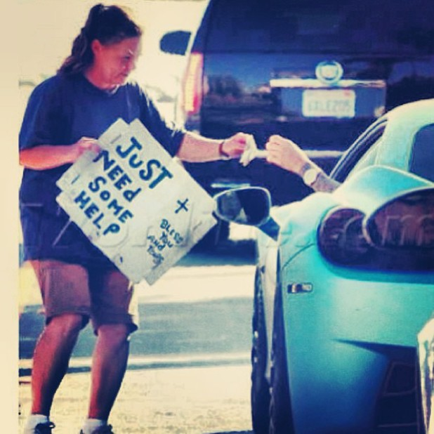 Justin Bieber gives money to homeless woman