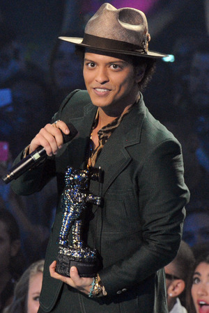 "Bruno Mars accepts the award for best male video for ""Locked Out of Heaven"""