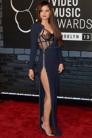 Selena Gomez arrives at the MTV Video Music Awards 2013