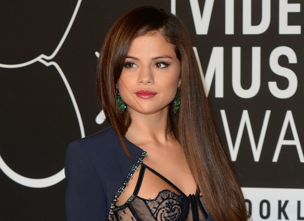 Selena Gomez arrives at the MTV Video Music Awards 2013