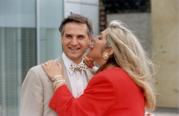 This thread is for thought-unprovoking pictures Vaness-feltz-first-husband