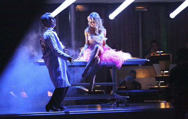 Dancing With The Stars Fall 2013, episode1: Bill Nye and Tyne Stecklein