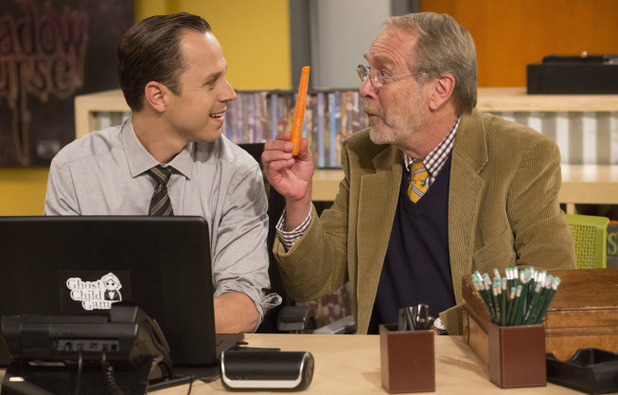 Crawford (Martin Mull) explains his new diet to Warner (Giovanni Ribisi) in 'Dads'