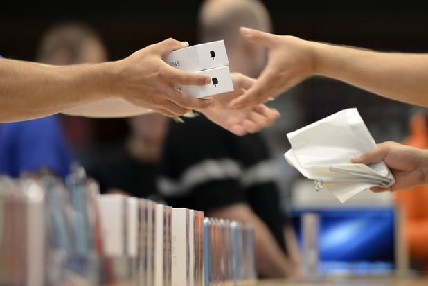 Customers purchasing the new iPhone 5S and 5C in Berlin, Germany
