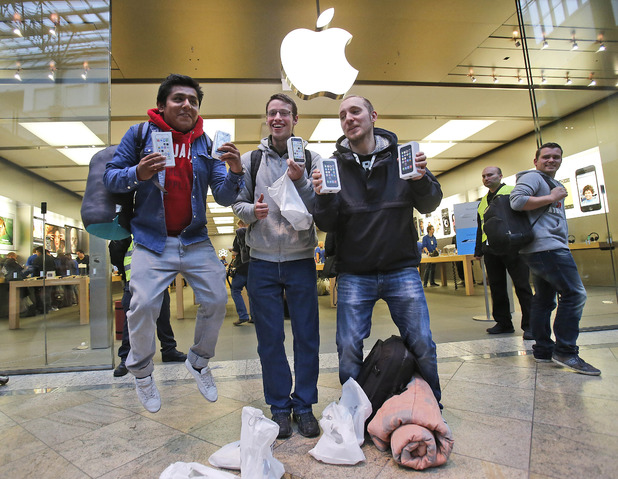 First customers of the Apple store in Oberhausen