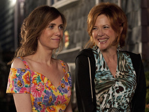 Kristen Wiig, Annette Bening in Girl Most Likely