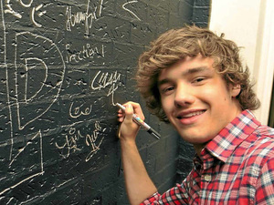 Liam Payne signing the Free Radio wall