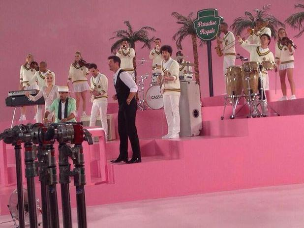 Jessie J and Robin Thicke on video shoot.