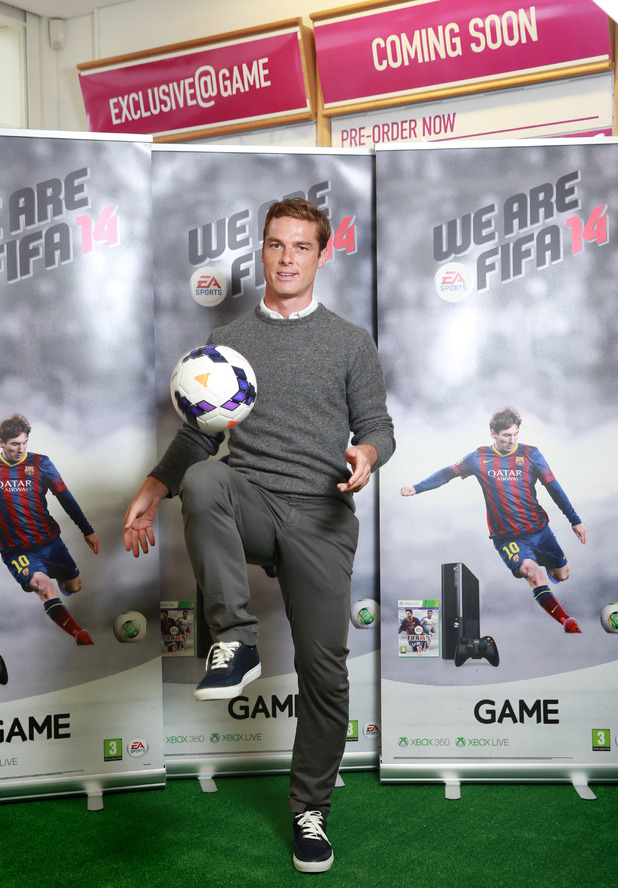 LOLZ: GAME get the last player youd choose in Career Mode, Fulhams Scotty Parker down to do kneesy ups for FIFA launch