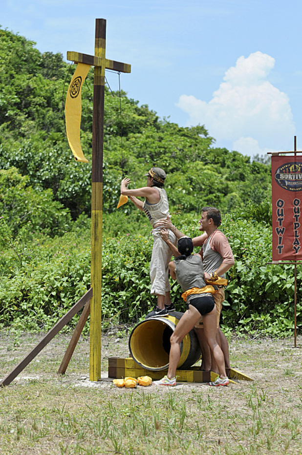 'Survivor: Blood vs. Water' - 'Rule in Chaos'