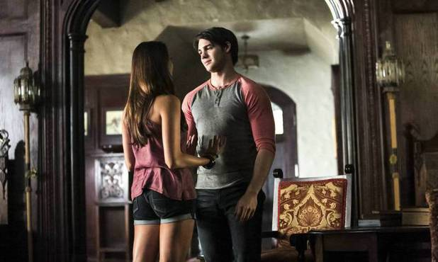 Nina Dobrev as Elena and Steven. R. McQueen as Jeremy in 'The Vampire Diaries' S05E01: 'I Know What You Did Last Summer'
