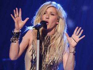 Ellie Goulding performs 'Burn'