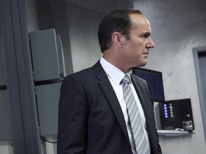Clark Gregg as Phil Coulson in 'Agents of SHIELD' S01E03: 'The Asset'