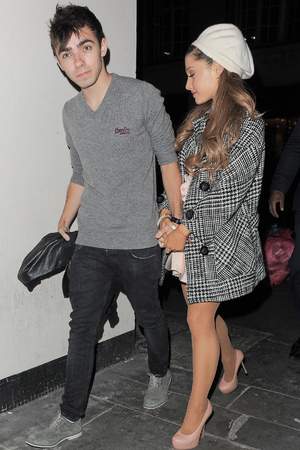Ariana Grande and Nathan Sykes Dinner Date Caption: 	Ariana Grande and Nathan Sykes enjoy a romantic dinner date at Sushi Samba Heron Tower PersonInImage: 	Ariana Grande,Nathan Syk