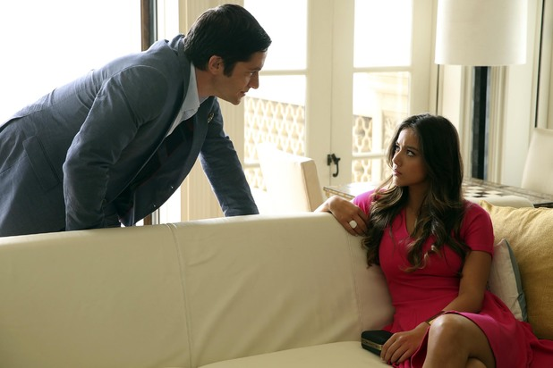 Chloe Bennett as Skye and David Conrad as Ian Quinn in 'Agents of SHIELD' S01E03: 'The Asset'