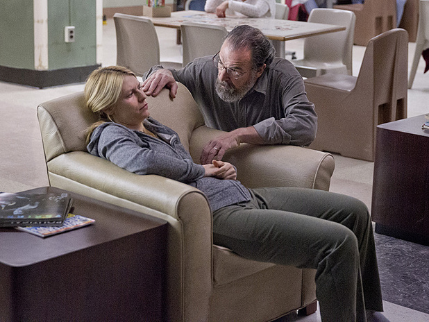 Homeland #302: Claire Danes as Carrie and Mandy Patinkin as Saul