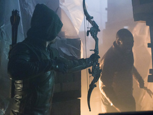 Stephen Amell as Oliver Queen and Michael Jai White as Bronze Tiger in 'Arrow' S02E02: 'Identity'