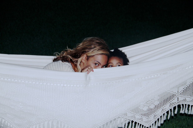 Beyoncé and Blue Ivy play peekaboo